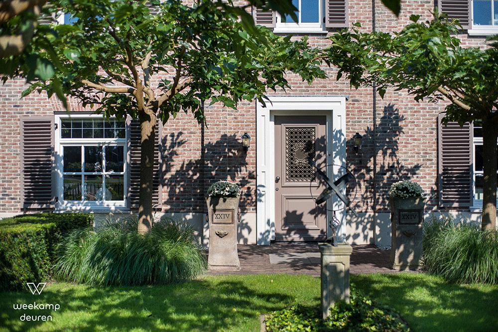 Klassieke-voordeur-bruin